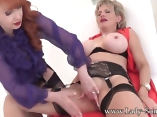 Enjoying An Skilful Clit Rub-down Upon White-hot - LadySonia milf lesbian
